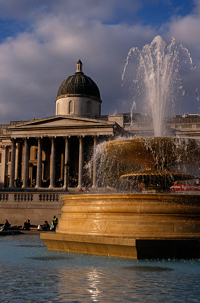 Fountain and the National Gallery, Trafalgar Square